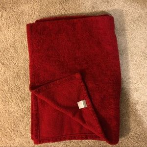 Red fleece comfy throw